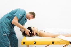 klinika lecheniya golovnih boley massage